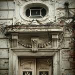 """Входната врата от към ул.""""Бенковски"""""""