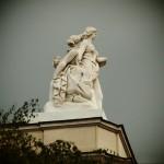 Статуя от покрива на театъра